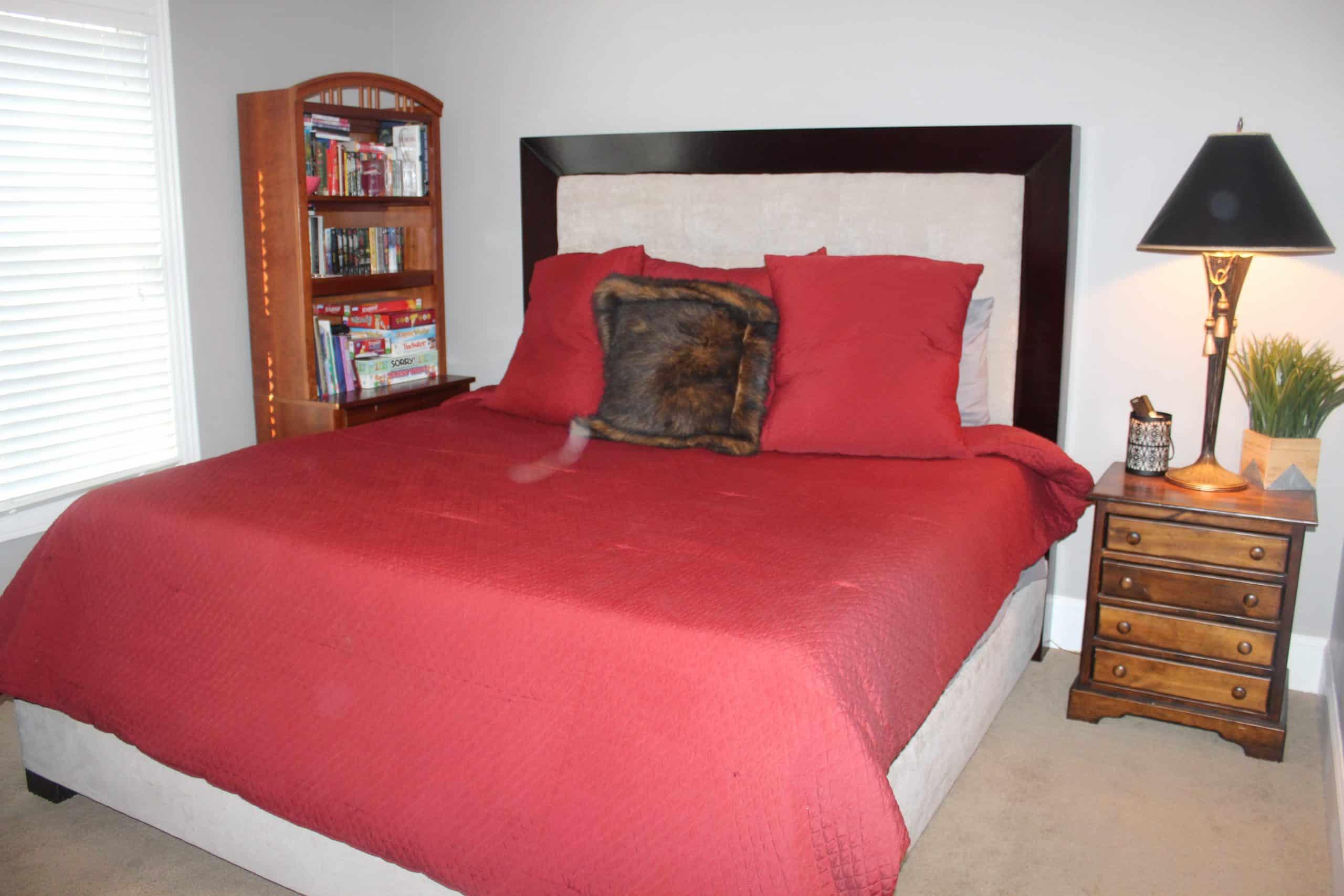 Guest Bedroom - Main Level